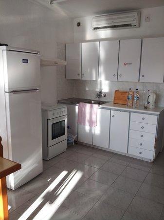 Napa Prince Hotel Apartments: Kitchen Area