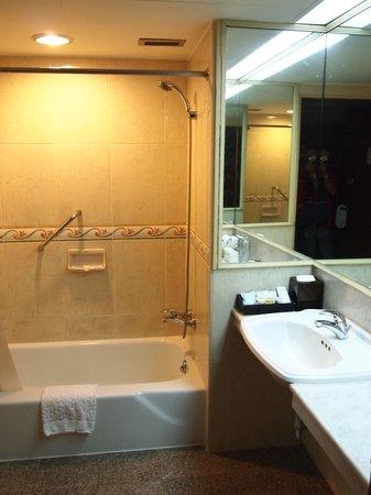 The Tawana Bangkok: Wash Room