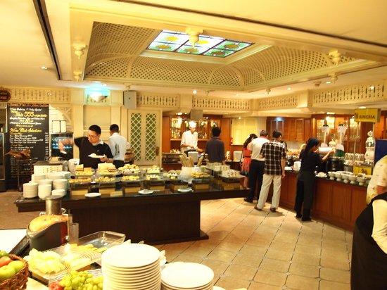 The Tawana Bangkok: Breakfast
