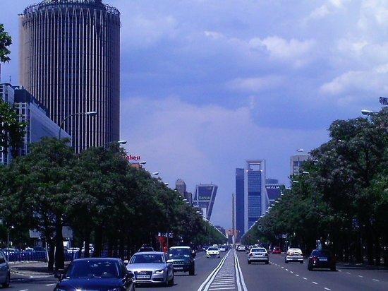 Cuatro torres bussines area madrid fotograf a de paseo de for Puerta 44 bernabeu