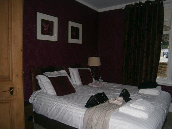 Harrogate Boutique Apartments: front bedroom