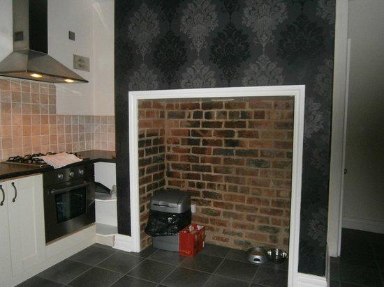 Harrogate Boutique Apartments: kitchen