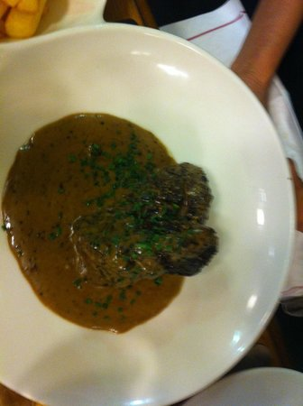 Au Terminus du Chatelet: Steak with pepper sauce & french fries