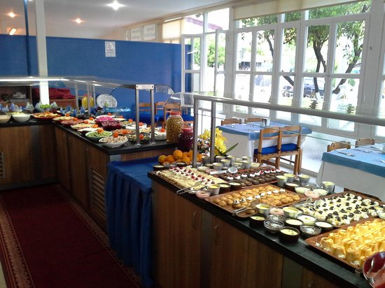 Karbel Beach Hotel: buffet evening meal