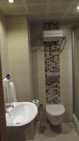 Erboy Hotel: salle de bains