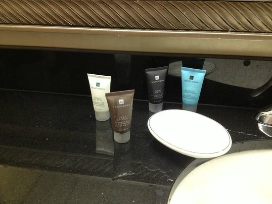 Radisson Hotel Cromwell: nice toiletries
