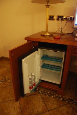 Hotel Munin: frigo praticamente vuoto....