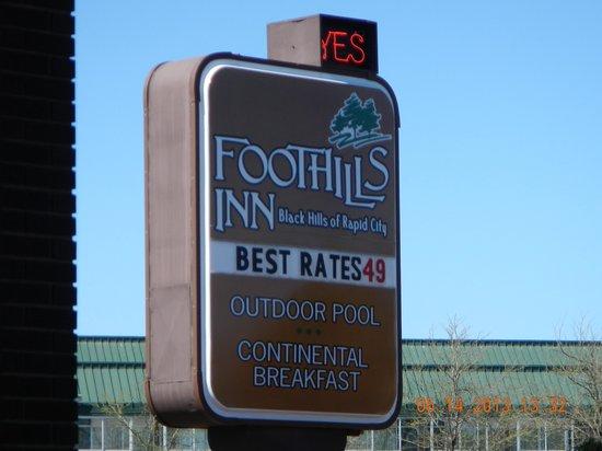 Foothills Inn: Street Sign