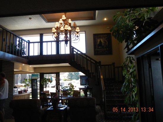 Foothills Inn: staircase