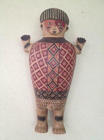 El Tambo: beautiful art on the walls