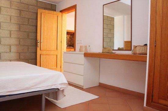 Es Baulo Petit Hotel: modernes Schlafzimmer