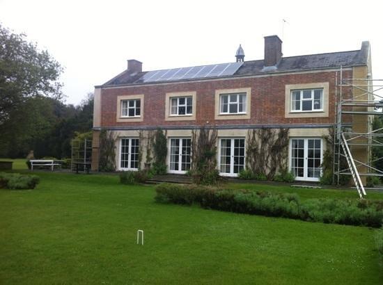 Thornham Hall: Add a caption