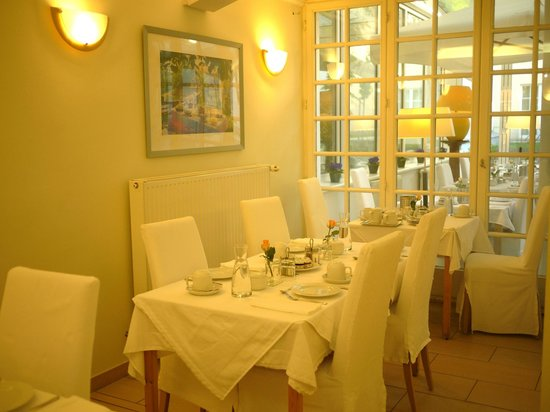 Hotel SPIESS & SPIESS Appartement-Pension: breakfast room with the sunroom outside