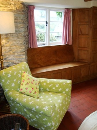 Watermill Cottages: Rose Cottage, elm window seat