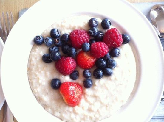 Lomond Guest House : каша на завтрак