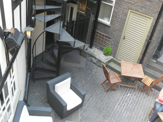Ye Olde Talbot: courtyard view from room