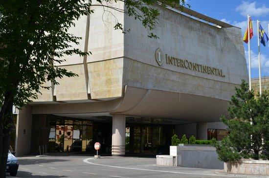 InterContinental Bucharest : Frontispice de l'hôtel - Entrée