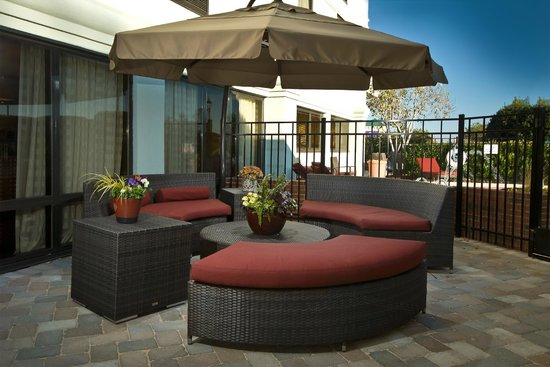 Hampton Inn Winston-Salem - I-40 / Hanes Mall: Shaded Patio Area