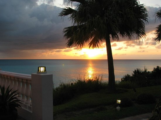 Pompano Beach Club: Beautiful sunset on property