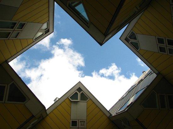 Foto de kijk kubus show cube rotterdam cielo tra le - Casas cube opiniones ...