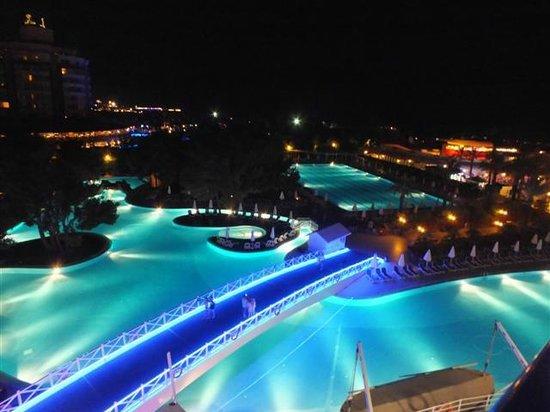 Titanic Beach Lara Hotel: odadan bir gece görüntüsü