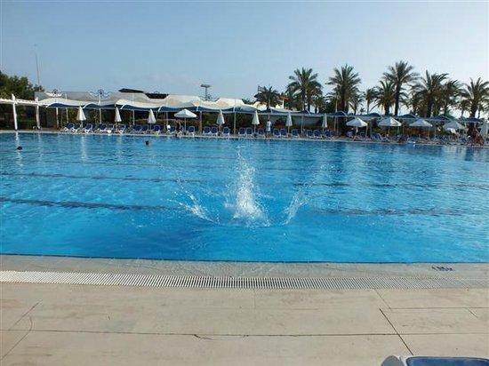 Titanic Beach Lara Hotel: büyük havuz