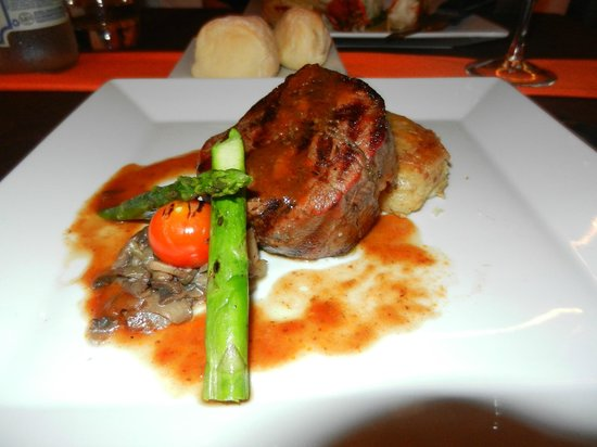 Imprevist: Filet Mignon - probably the best thing on the menu