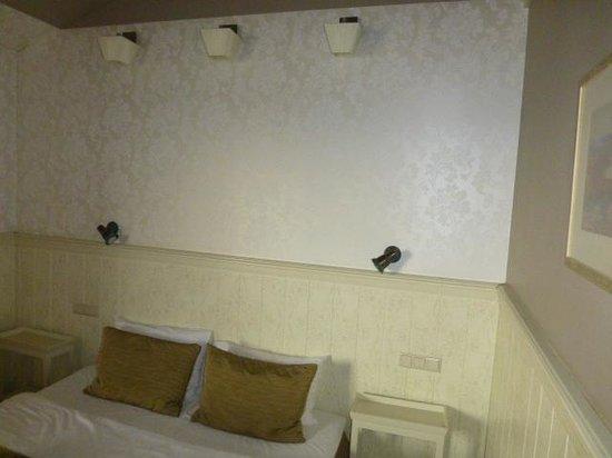 Promenade Hotel: Bed