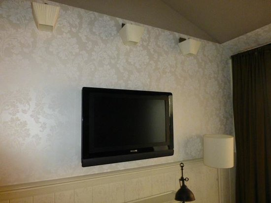 Promenade Hotel: TV