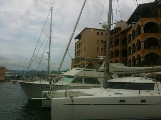 Le Bateau Ivre : marina view