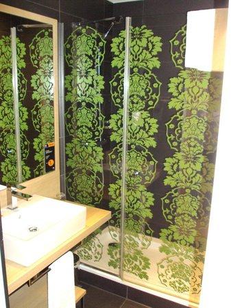 NH Berlin Potsdamer Platz: Bathroom