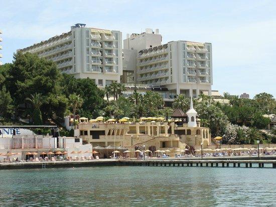 Fantasia Hotel De Luxe Kusadasi : Вид на корпуса отеля