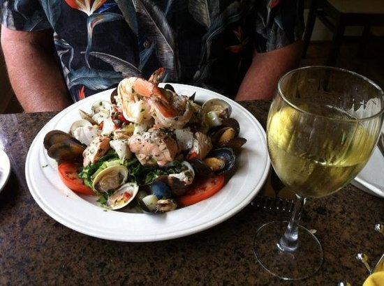 Gennaro's Grill & Garden: Seafood Salad - Yum