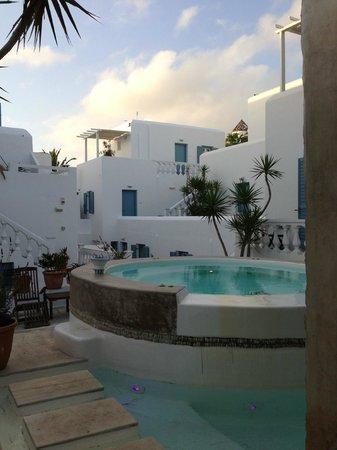 Hotel Carbonaki : Hotel Courtyard