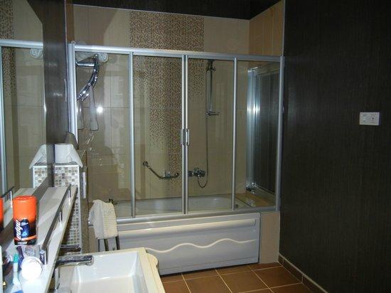 TreSuites Istanbul: Bathroom