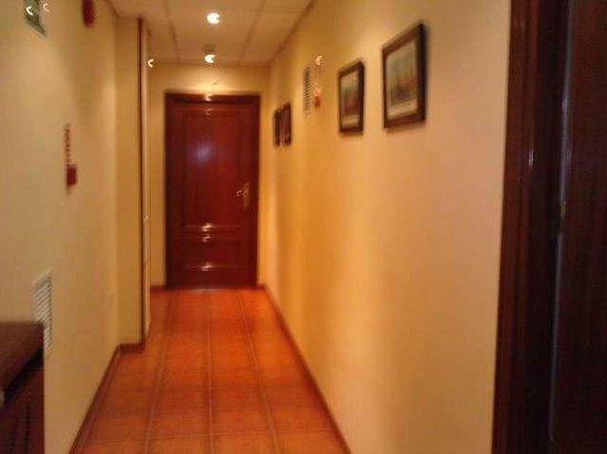 Hotel Iberia Plaza America: pasillo de las habitaciones de la 5ª planta