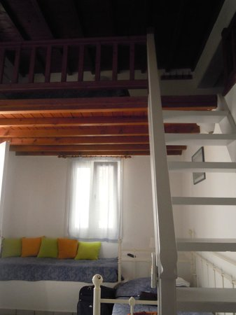 Ledra Apartments: scala