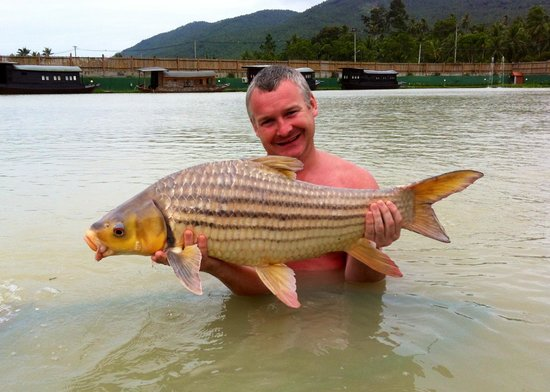 TopCats Fresh Water Fishing Resort: Micky with Juliens prize golden carp !