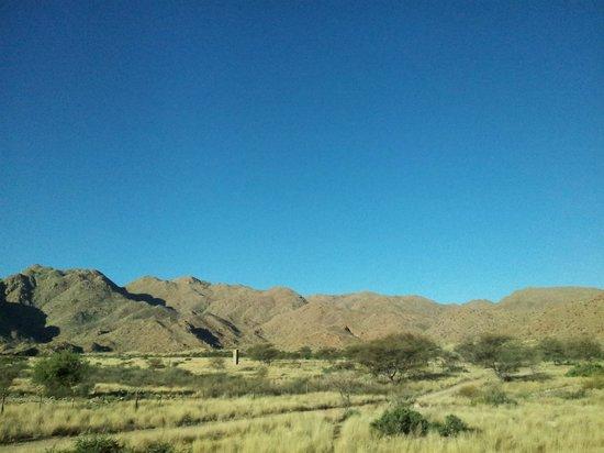 Solitaire Desert Farm: Surrounding area