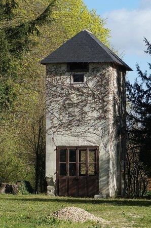 Demeure de Beaulieu: Was it a pigeon house?...an outbuilding on the property.