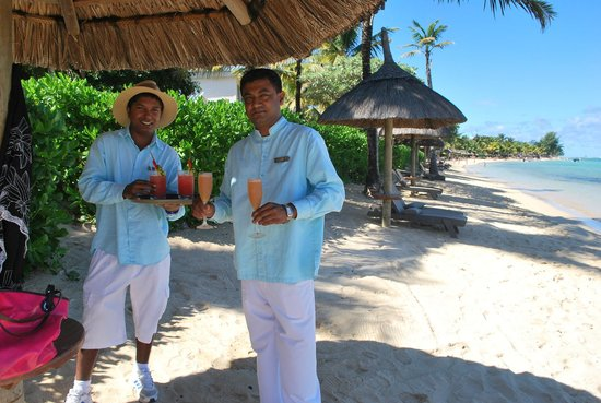Heritage Le Telfair Golf & Spa Resort: Selven, the Beach Bar Manager and colleague
