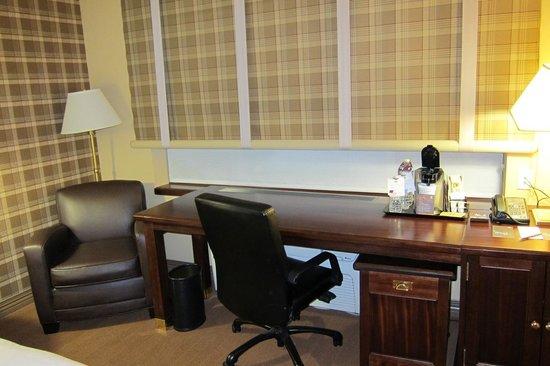 Sheraton Jacksonville: The big desk