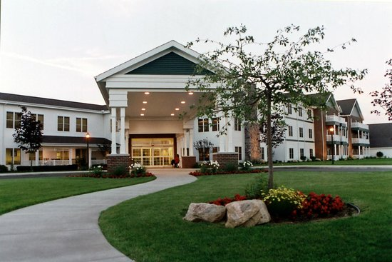 Essenhaus Inn & Conference Center: Front Entrance
