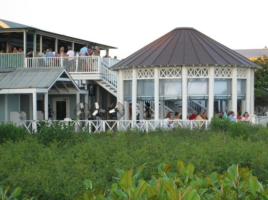 Bud and Alley's : Roof top bar and dining gazebo
