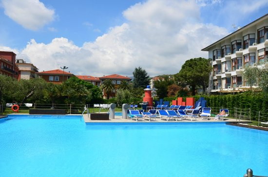 Grand Hotel Diana Majestic: вид наь бассейн