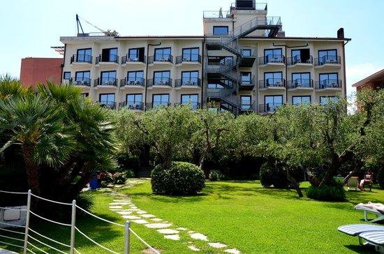 Grand Hotel Diana Majestic: здание отеля