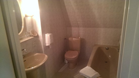 Hotel Hoogeveen: Bathroom, straight from an 80's bathroom catalogue