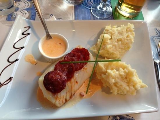 La Tranche sur Mer, France : cabillaud rôti écaillés de chorizo sauce andalouse