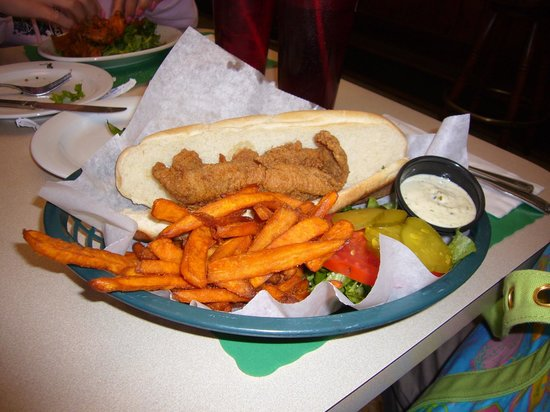 Red Wing Restaurant: Fish sandwich