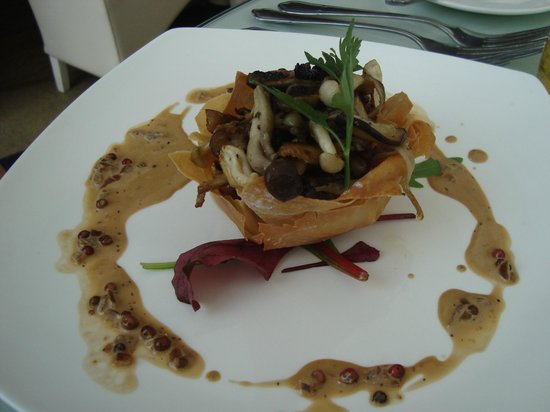 The Griffin: Mushroom in a pastry shell